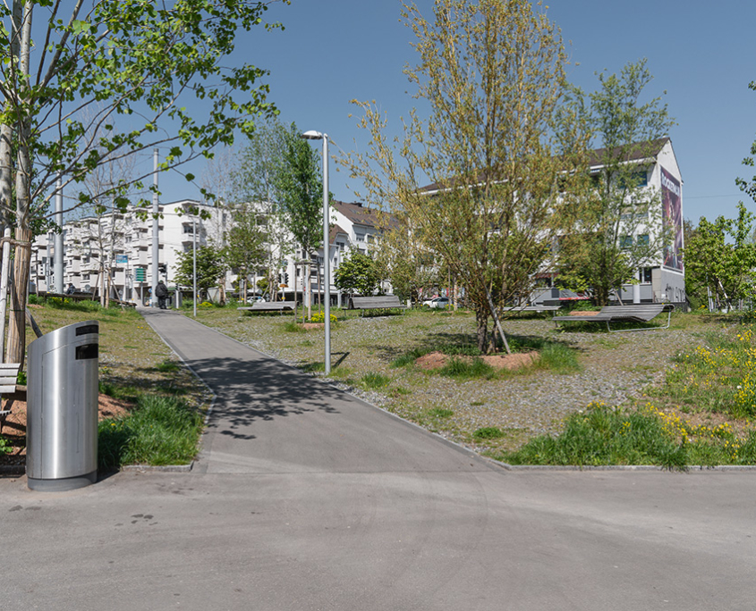 Staudenmischbepflanzung und Schotterrasen Bahnhofplatz Zürich Oerlikon