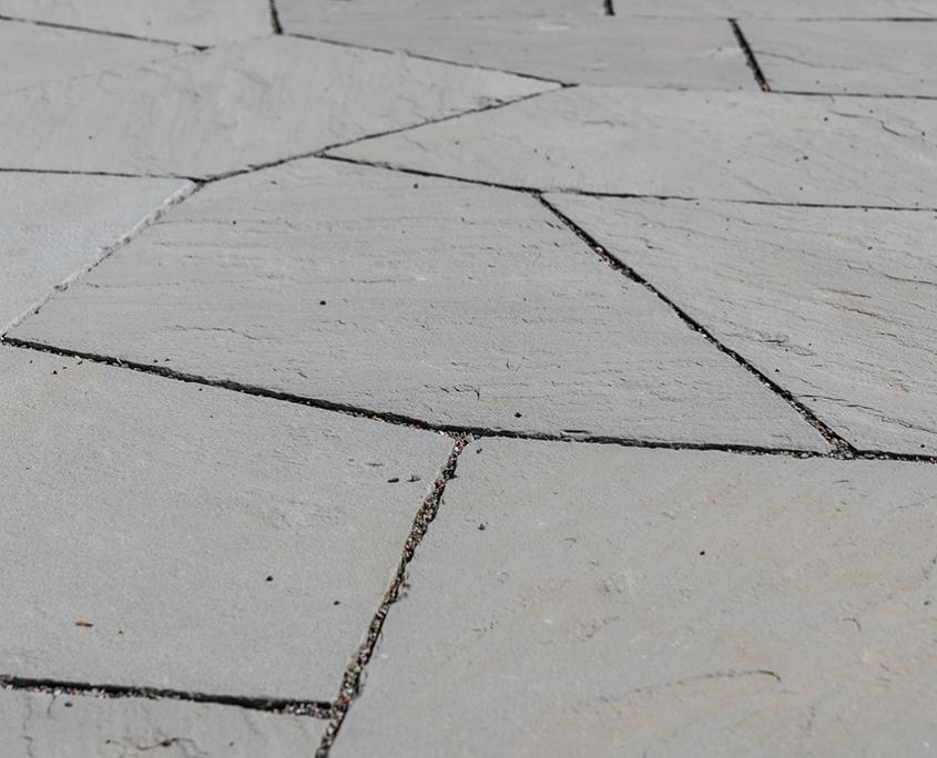 Treppen, Mauern & Beläge mit Bärlocher Sandstein, Pflästerungen mit Guber Naturstein, Beleuchtung, Bepflanzungen und Ansaaten