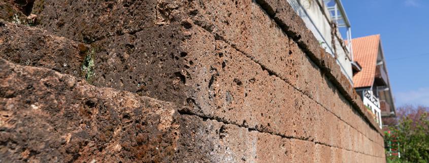 Natursteinmaur mit Tuffsteinen, Neues Bepflanzungskonzept