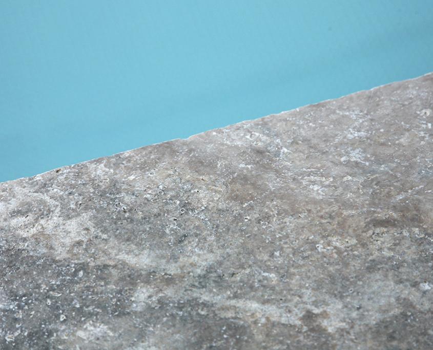 Gartenumänderung Pool Travertin Steinplatten