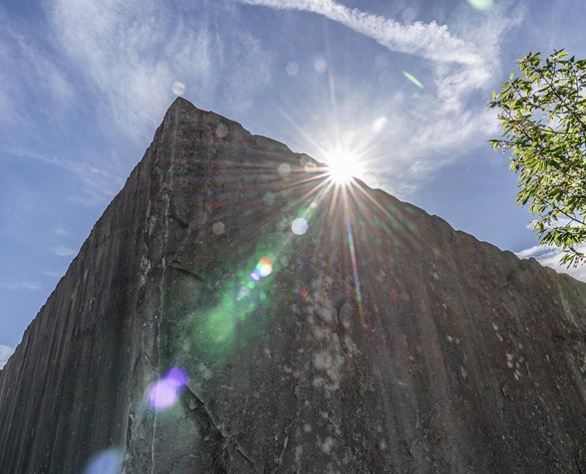 Natursteinmauern mit Barlocher Sandstein, Sichtschutzwand mit Sandsteinplatten