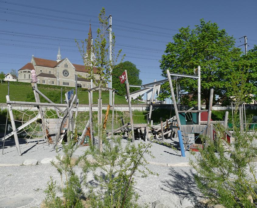 Spielplatz Reusszopf Piratenschiff Matter Garten