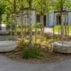 Alterswohnungen Helen Keller Sitzgruppe unter Bäumen