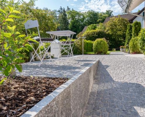 Natursteinplatten Maggia und Pflästerung mit Granit Portugal