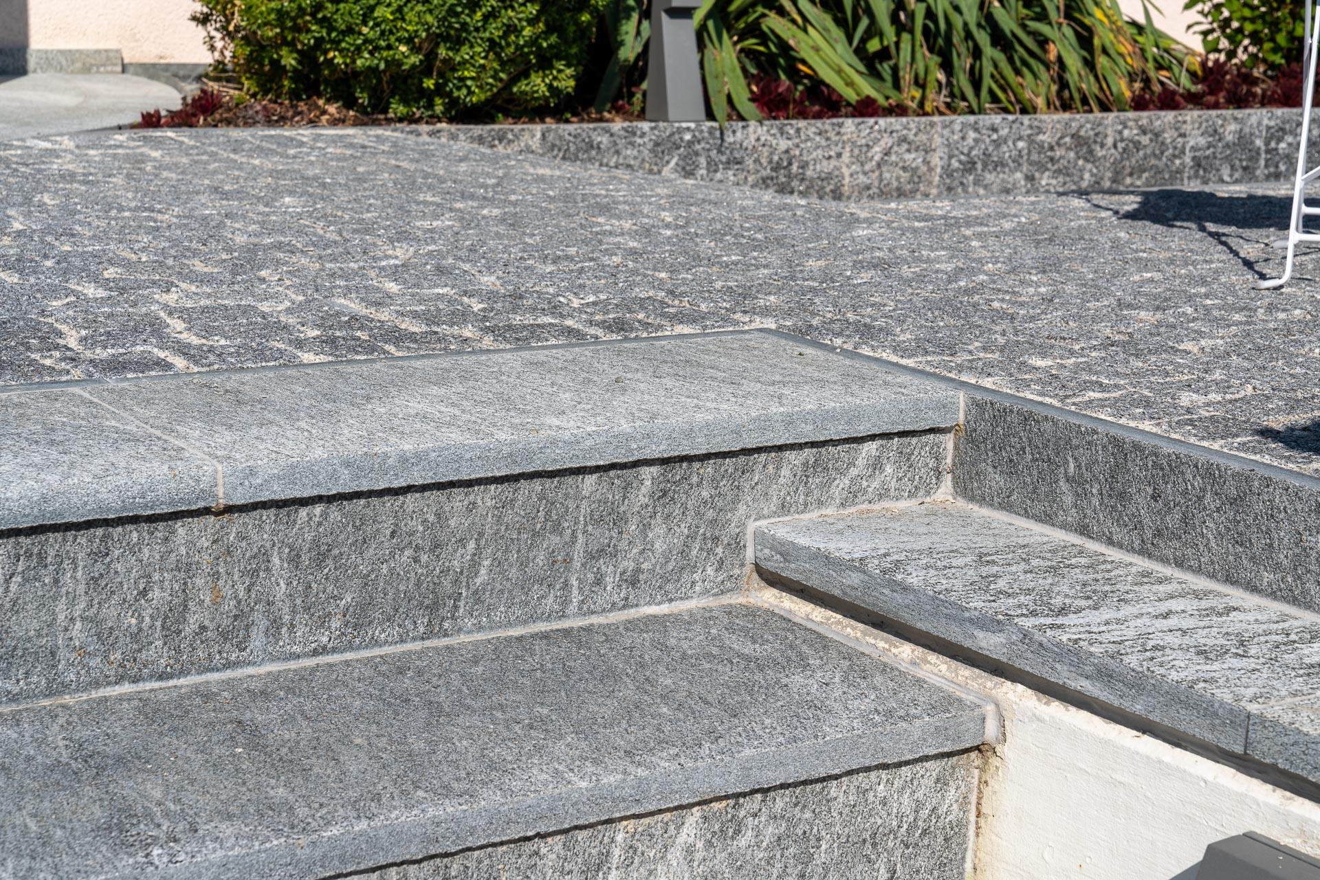 Treppe aus Natursteinplatten Maggia